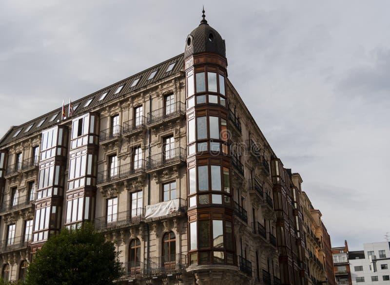 Bilbao hörnbyggnad royaltyfri fotografi