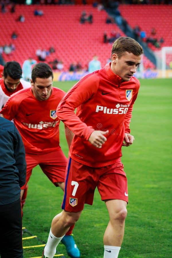 BILBAO HISZPANIA, KWIECIEŃ, - 20: Antoine Griezmann zanim dopasowanie między Sportowym Bilbao de Madryt i Athletico, świętujący n zdjęcie royalty free