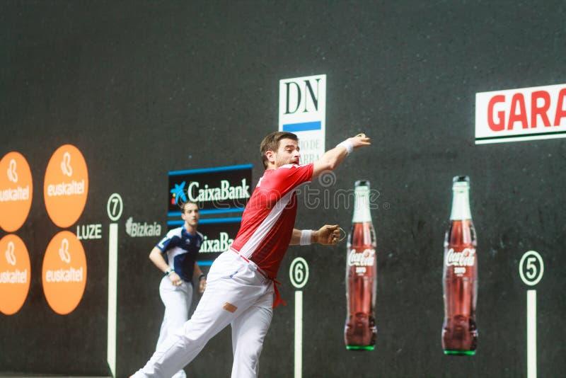 BILBAO HISZPANIA, KWIECIEŃ, - 9: Pablo Berasaluze w dopasowaniu poprzedzającym handball mecz finałowy pary, przesławny na Kwietni fotografia stock