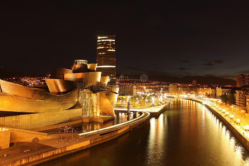 Bilbao na noite fotos de stock