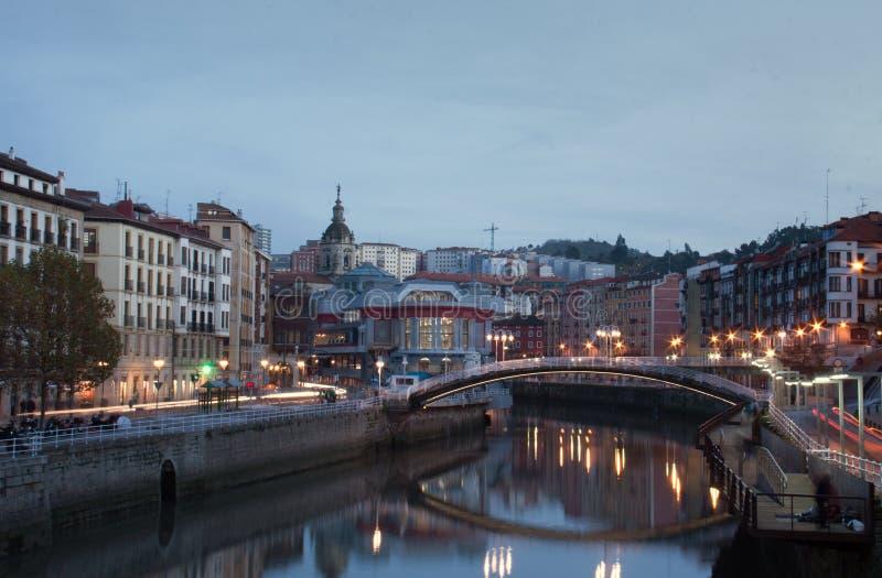 Bilbao på aftonen royaltyfri fotografi