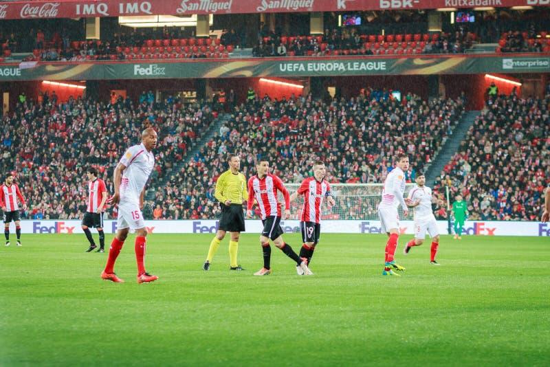 BILBAO SPANIEN - ARPIL 7: Iker Muniain och Aritz Aduriz i matchen mellan idrotts- Bilbao och Sevilla i kvartsfinalerna av th arkivfoto