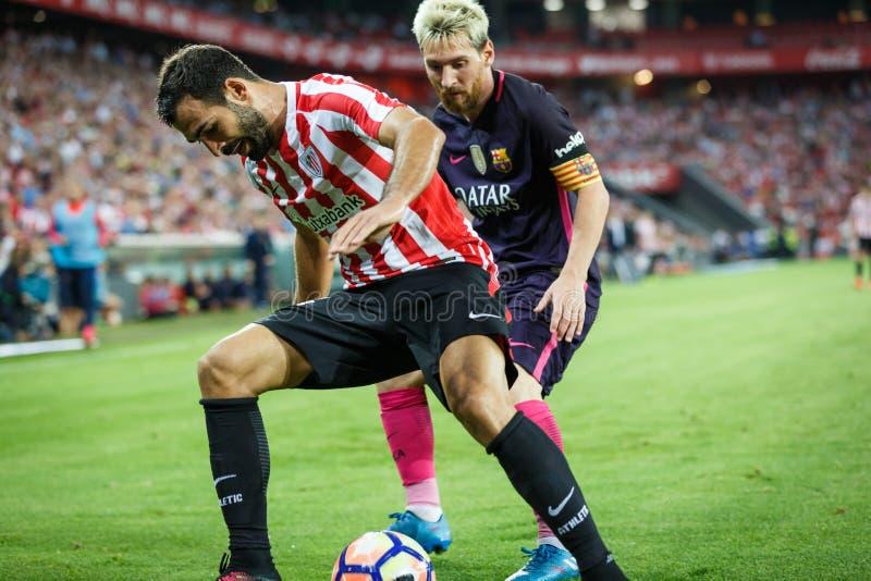 BILBAO, SPANIEN - 28. AUGUST: Leo Messi-, FC- Barcelonaspieler und Mikel Balenziaga, Bilbao-Spieler, im Match zwischen athletisch stockfotos