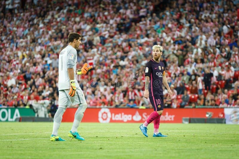 BILBAO, SPANIEN - 28. AUGUST: Lionel Messi-, FC- Barcelonaspieler und Gorka Iraizoz, Bilbao-Spieler, im Match zwischen athletisch stockbild
