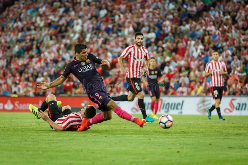 BILBAO SPANIEN - AUGUSTI 28: Luis Suarez FC Barcelonaspelare, i handling under en spansk ligamatch mellan idrotts- Bilbao och F royaltyfria bilder