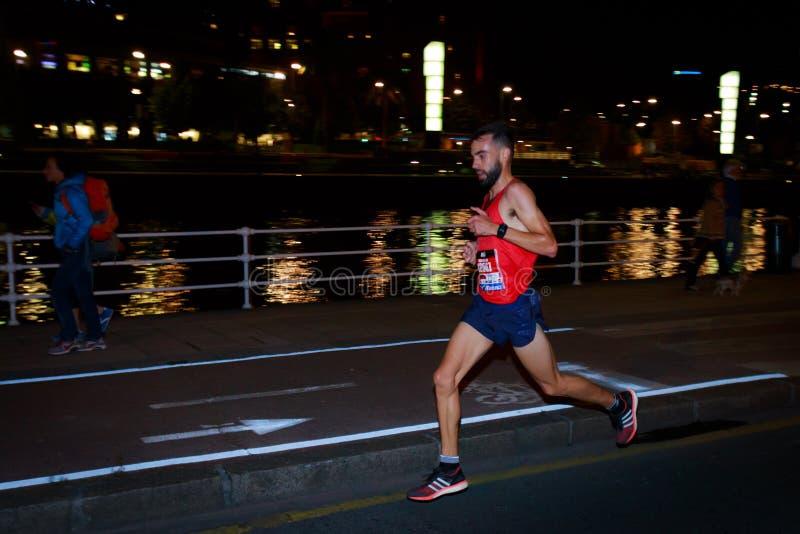 BILBAO, SPANJE - OKTOBER 22: De niet geïdentificeerde agent met handicap in de marathonnacht van Bilbao, vierde in Bilbao op 2 Ok royalty-vrije stock foto