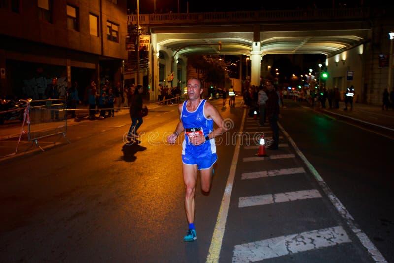 BILBAO, SPANJE - OKTOBER 22: De niet geïdentificeerde agent met handicap in de marathonnacht van Bilbao, vierde in Bilbao op 2 Ok stock fotografie