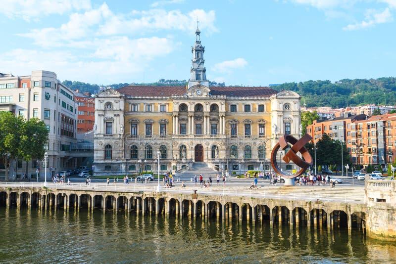 Bilbao urząd miasta przegląda, blisko do nervion rzeki, Hiszpania zdjęcia stock