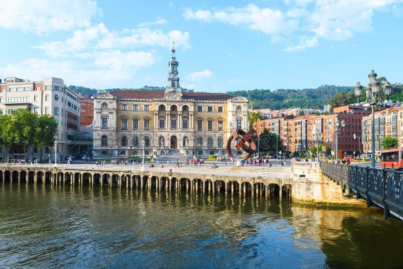 Bilbao urząd miasta przegląda, blisko do nervion rzeki, Hiszpania obraz royalty free