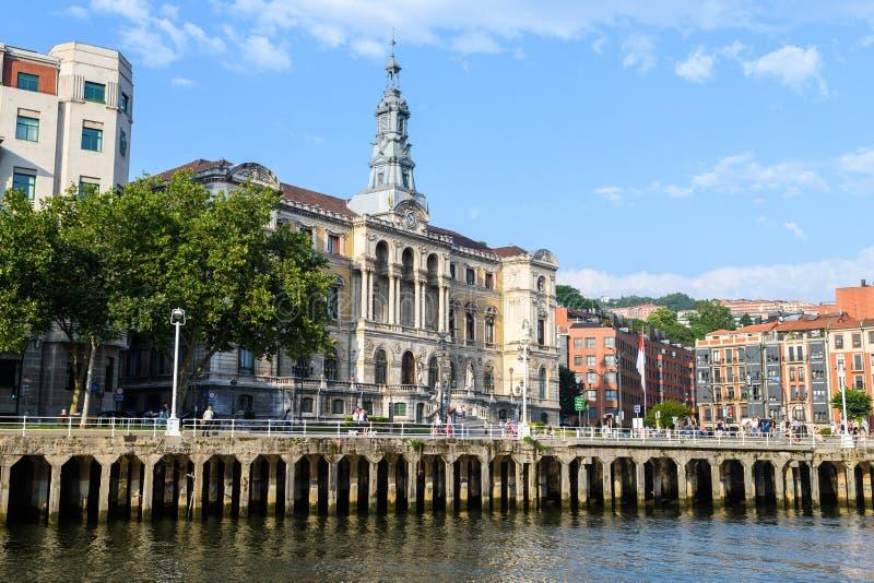 Bilbao urząd miasta przegląda, blisko do nervion rzeki, Hiszpania obrazy royalty free