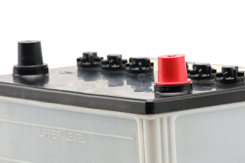 Bilbatteri p? en vit bakgrund arkivfoto