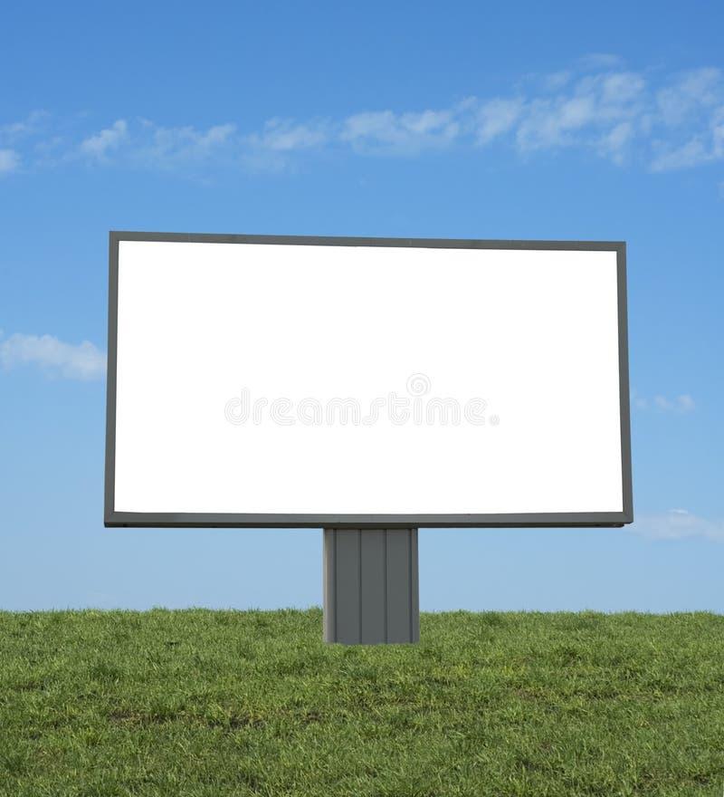 Bilboard em branco em um campo verde fotografia de stock royalty free