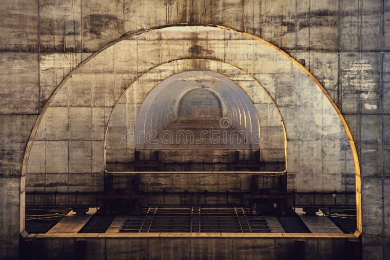 Bilbro över den Dnieper floden royaltyfria bilder