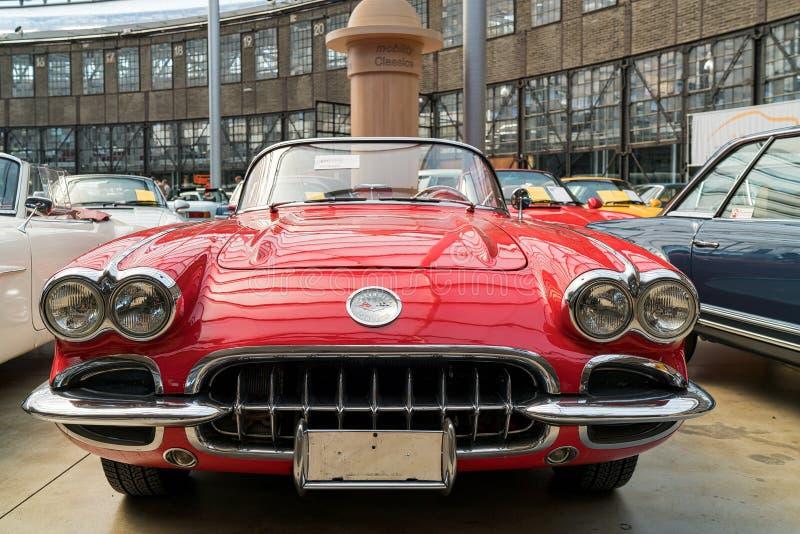 bilchevrolet klassisk corvette red royaltyfria foton