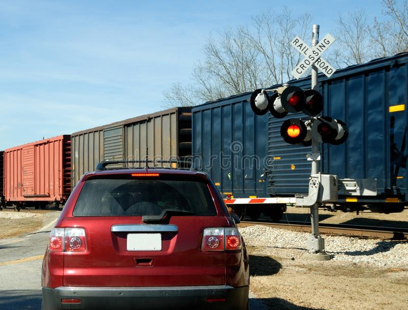 bilcrossingjärnväg fotografering för bildbyråer