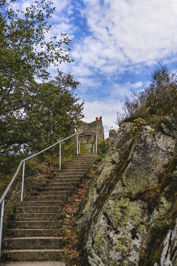 Bild av den Poienari fästningen - också kallad fristad för Dracula ` s royaltyfria bilder