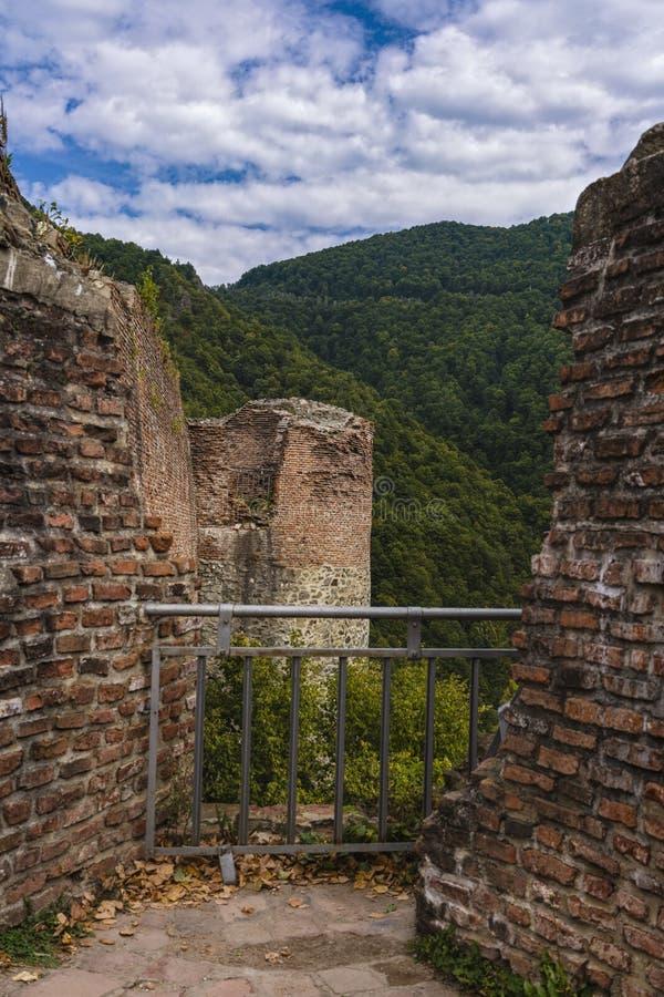 Bild av den Poienari fästningen - också kallad fristad för Dracula ` s fotografering för bildbyråer
