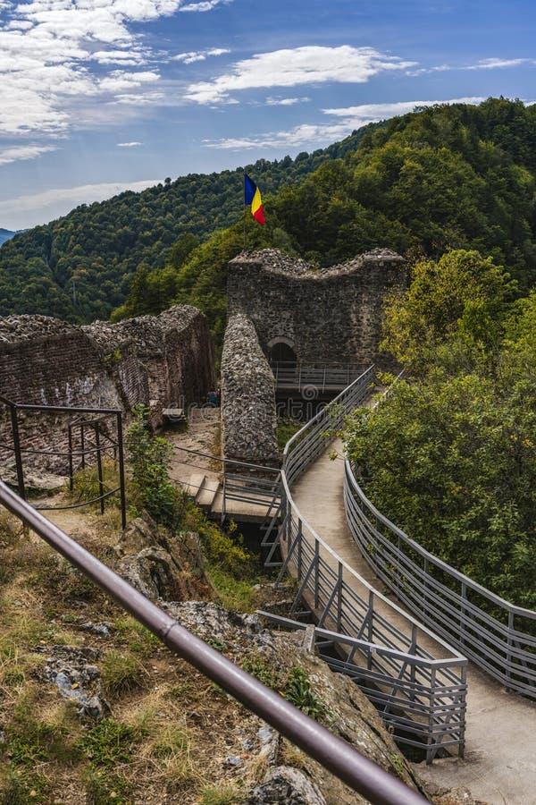 Bild av den Poienari fästningen - också kallad fristad för Dracula ` s royaltyfri fotografi