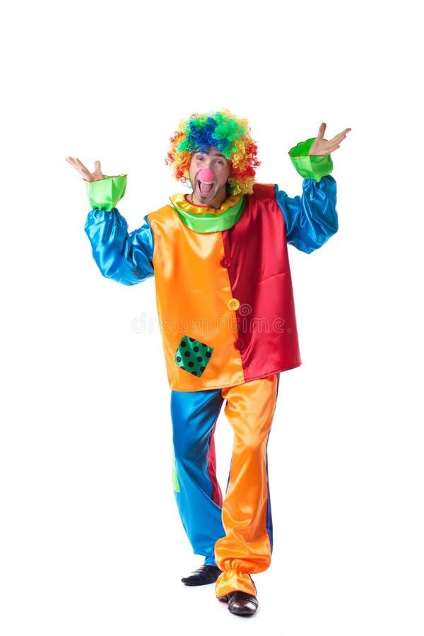 Bild av den roliga mannen som poserar i clowndräkt arkivbild