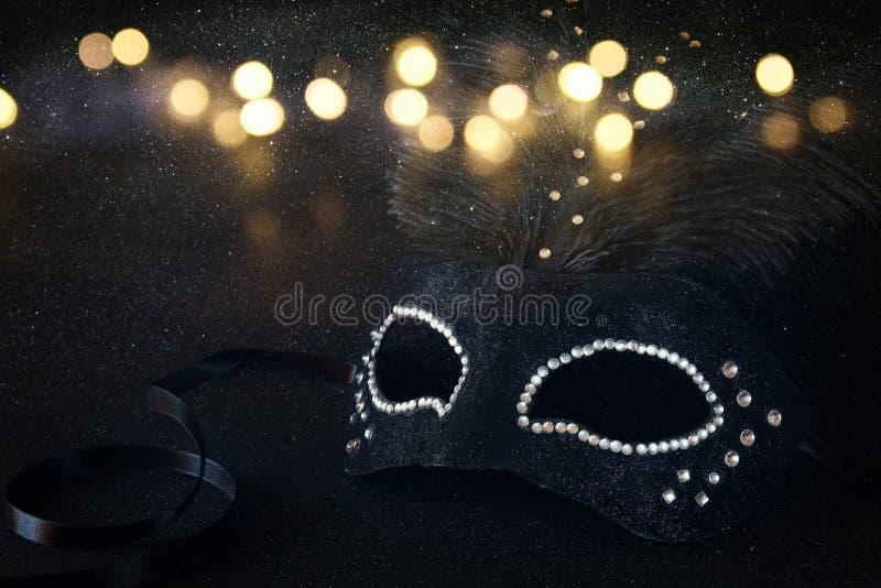 Bild av den svarta eleganta venetian maskeringen royaltyfria bilder