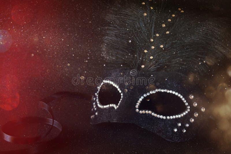 Bild av den svarta eleganta venetian maskeringen arkivfoton