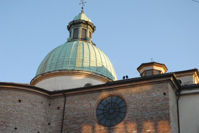 Bild av den tillbaka väggen av domkyrkan av Treviso i Venetoen (Italien) arkivfoton