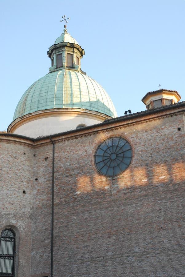 Bild av den tillbaka väggen av domkyrkan av Treviso i Venetoen (Italien) fotografering för bildbyråer
