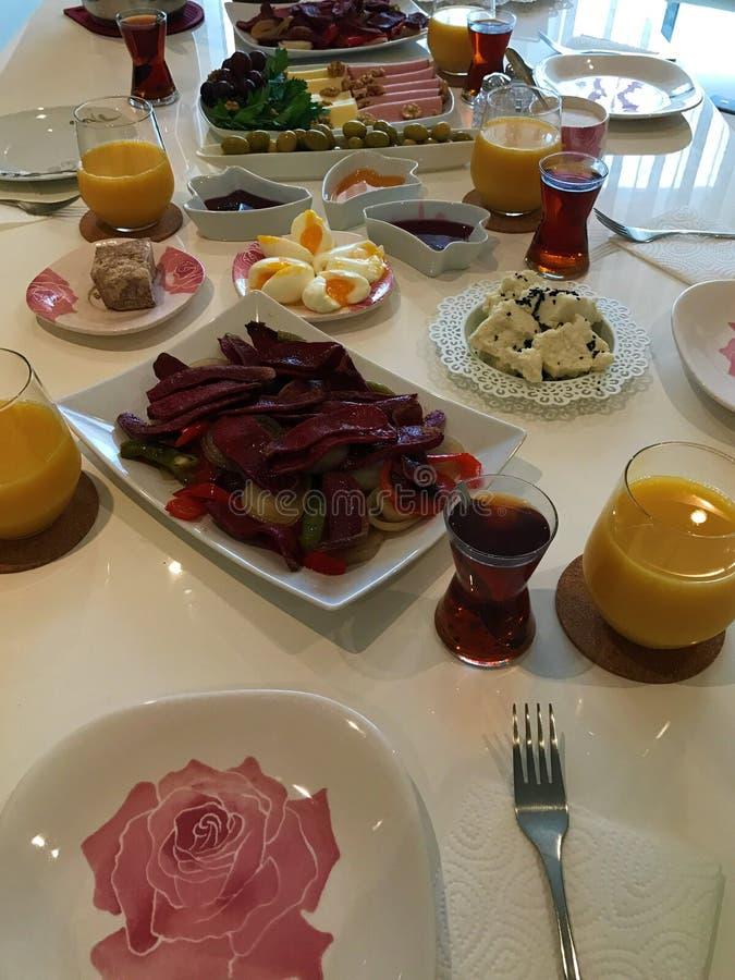 Bild av den traditionella turkiska frukosten royaltyfria bilder