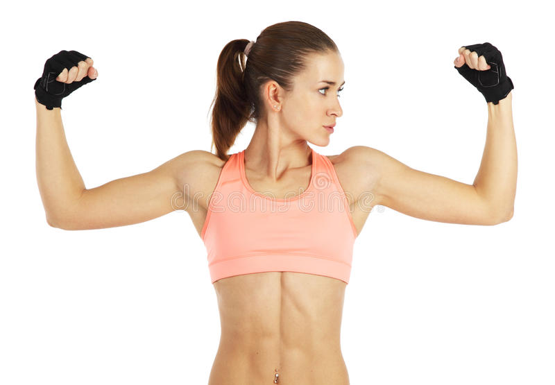 Bild av den unga sportiga kvinnan som visar henne biceps som isoleras på vit arkivbilder