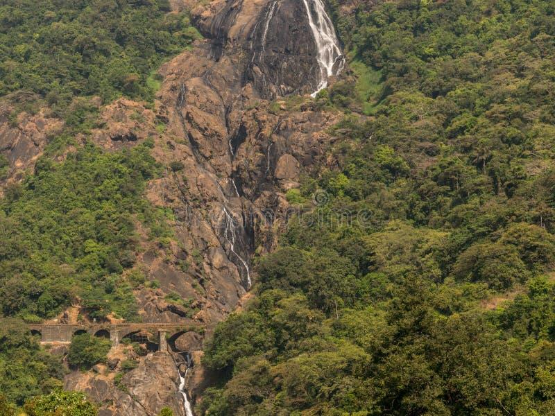 Bild av Dudhsagar nedgångar, skott från Pune uttryckliga Ernakulam royaltyfria bilder