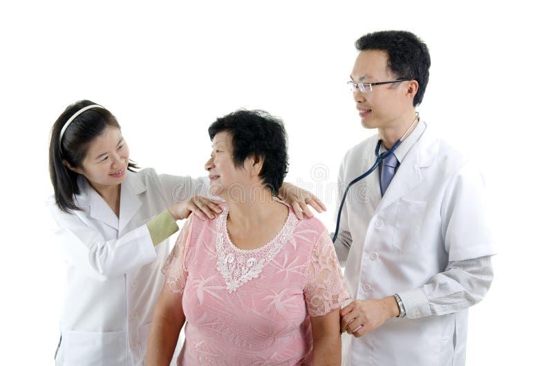 Bild av en doktor och hans sjuksköterska royaltyfri foto
