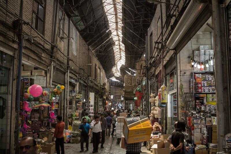 Bild av en dold gata av den Teheran basaren, Iran royaltyfri fotografi