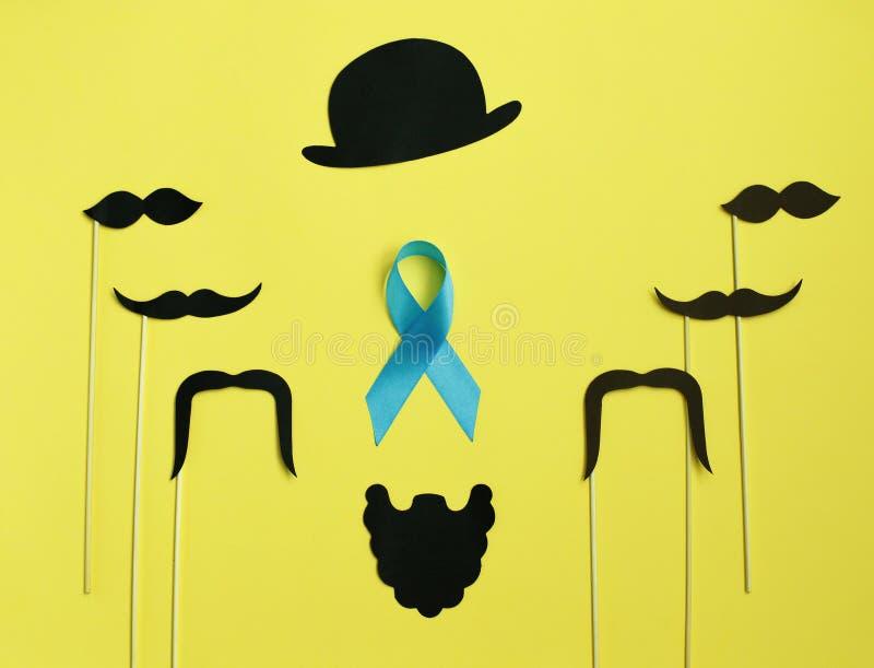 Bild av en man på papper Skägg- och mustaschstrumpebandsorden På gul bakgrund Begrepp av prostatacancer arkivbild