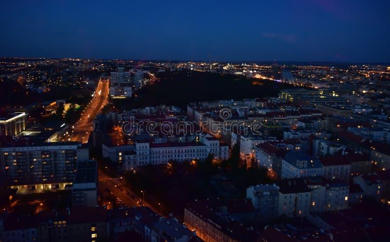 Bild av en stad vid natt arkivbilder