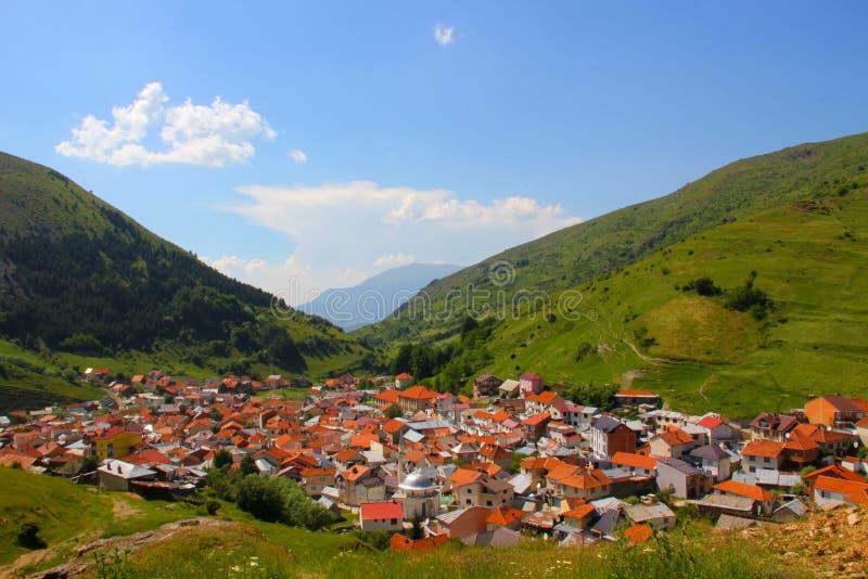 Bild av ett berg på byn Brod arkivfoto