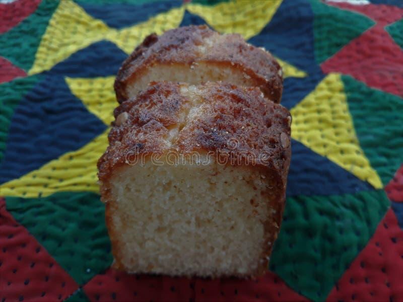 Bild av ett stycke av kakan arkivfoton