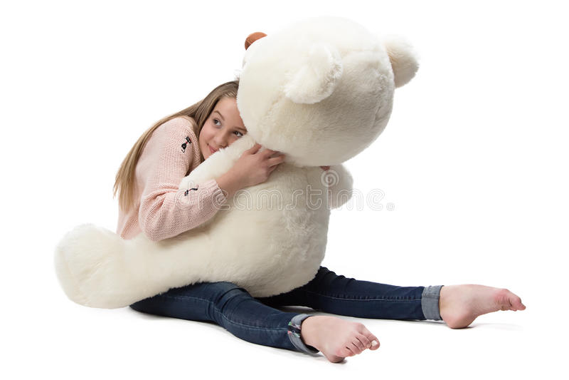 Bild av flickan som kramar nallebjörnen arkivfoton