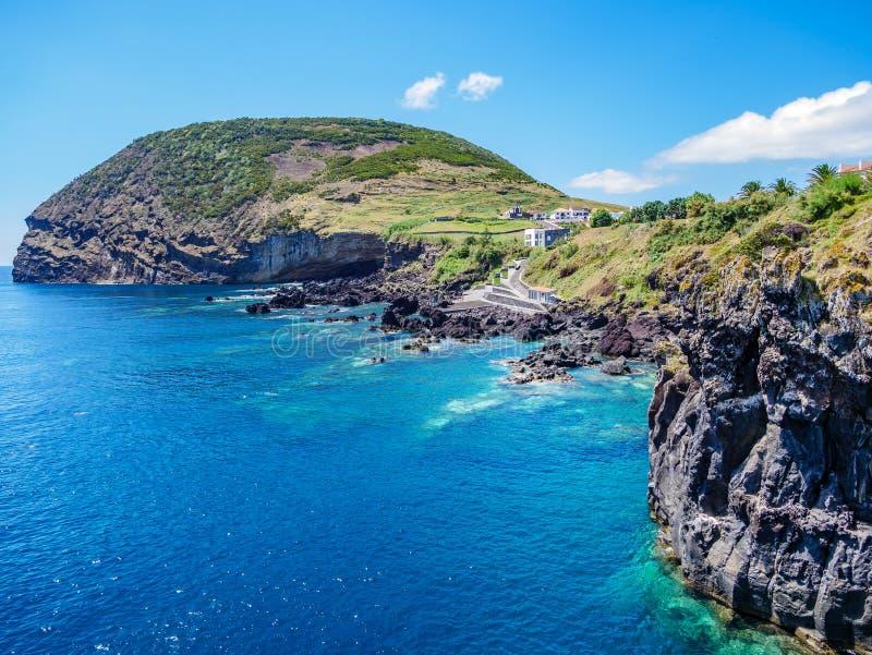 Bild av klippan och landskapet på Atlanticet Ocean arkivfoton