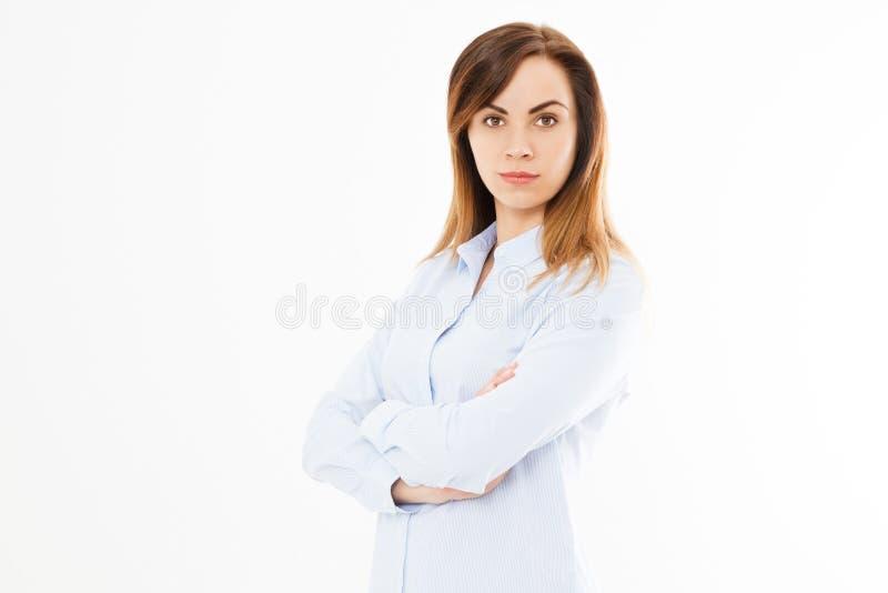 Bild av lyckligt ungt härligt posera för affärskvinna som isoleras över vit väggbakgrund Den n?tta aff?rskvinnan med armar korsad arkivbilder