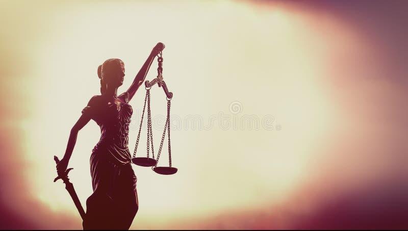 Bild av rättskoncept, skalor av rättvisa arkivfoto