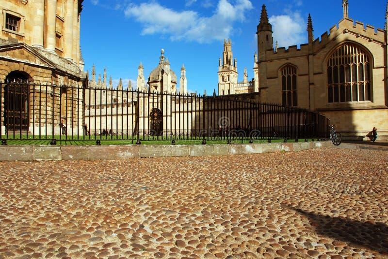 Bild av radcliffekameran, oxforden och andahögskolan för del allra royaltyfria bilder