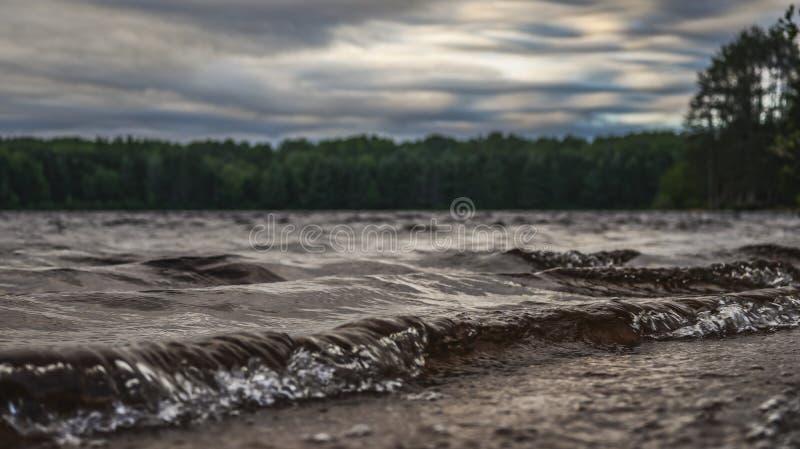 Bild av rullande vågor på solnedgång 2 royaltyfria foton