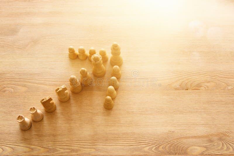 Bild av schack Affär, konkurrens, strategi, ledarskap och framgångbegrepp fotografering för bildbyråer