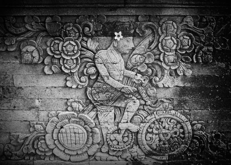 Bild av utlänningen i Balinesetempel royaltyfria foton