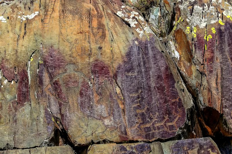 Bild der alten Jagd auf der Wand der Höhle ockerhaltig Historische Kunst arch?ologie lizenzfreie stockfotos