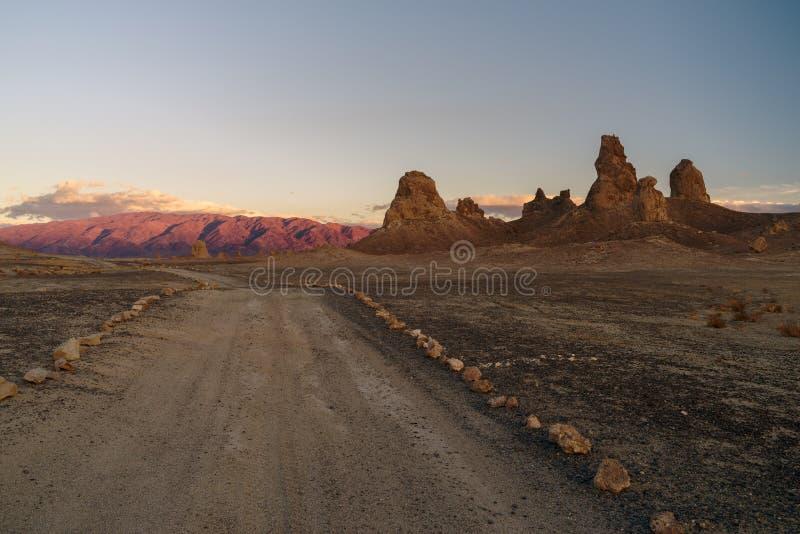 Bild der berühmten Trona-Berggipfel lizenzfreie stockbilder