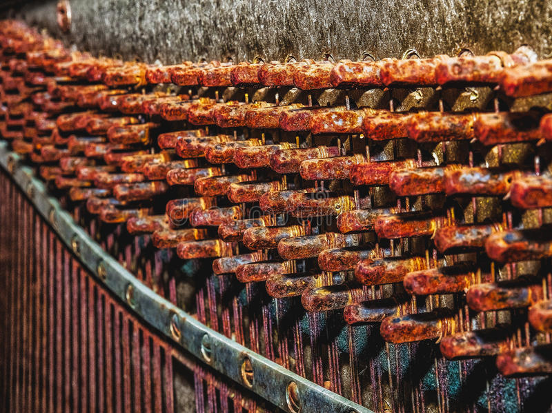 Bild der Details des alten gebrochenen Klaviers für den Hintergrund lizenzfreie stockfotografie