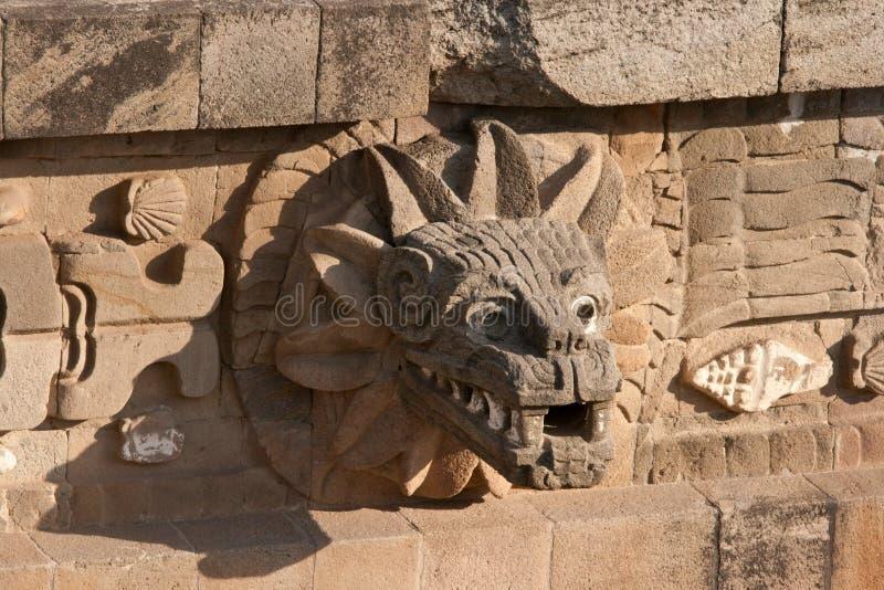 Bild der Gottheit (Jaguar) auf Pyramiden in Teotihuacan stockfotografie