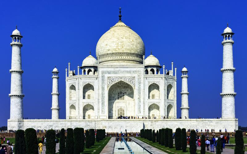 Bild der Krone der Paläste - Taj Mahal in Agra, Indien stockbilder