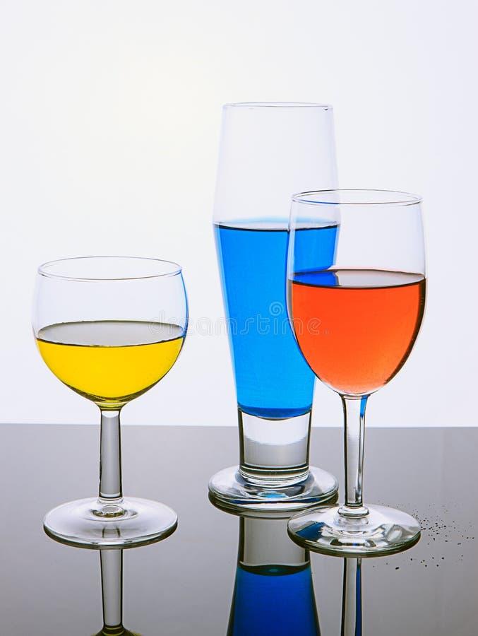 Bild der schönen Kunst von Gläsern Flüssigkeit lizenzfreie stockbilder